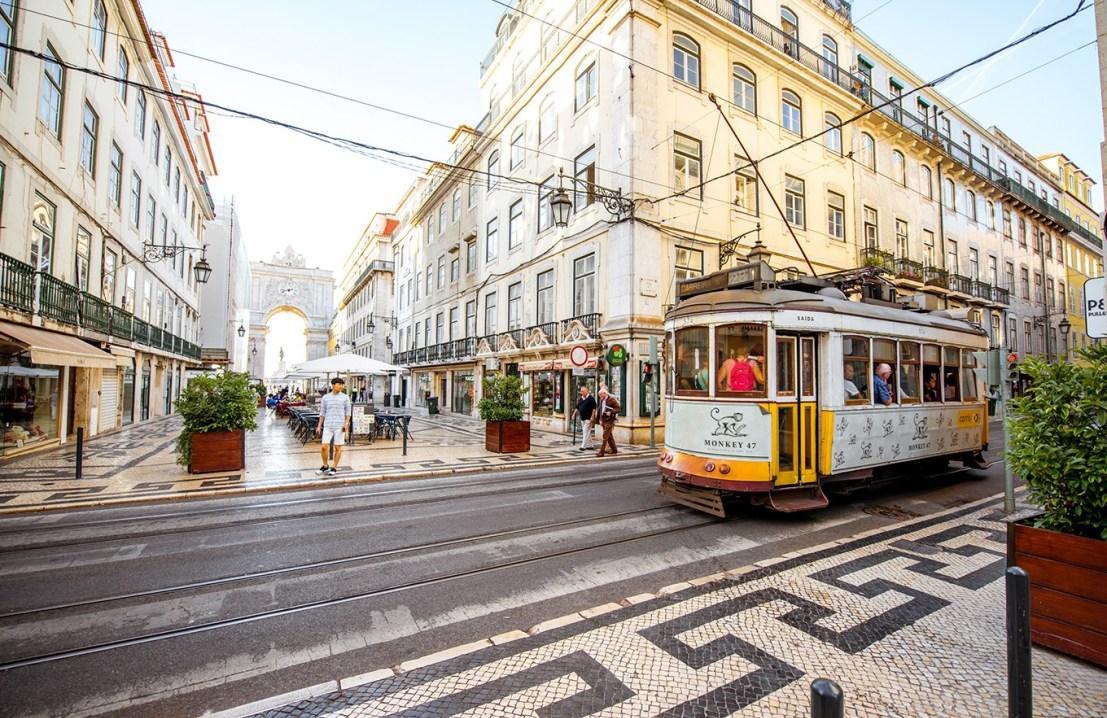 Visto D7: como viver de aposentadoria ou de rendimentos em Portugal