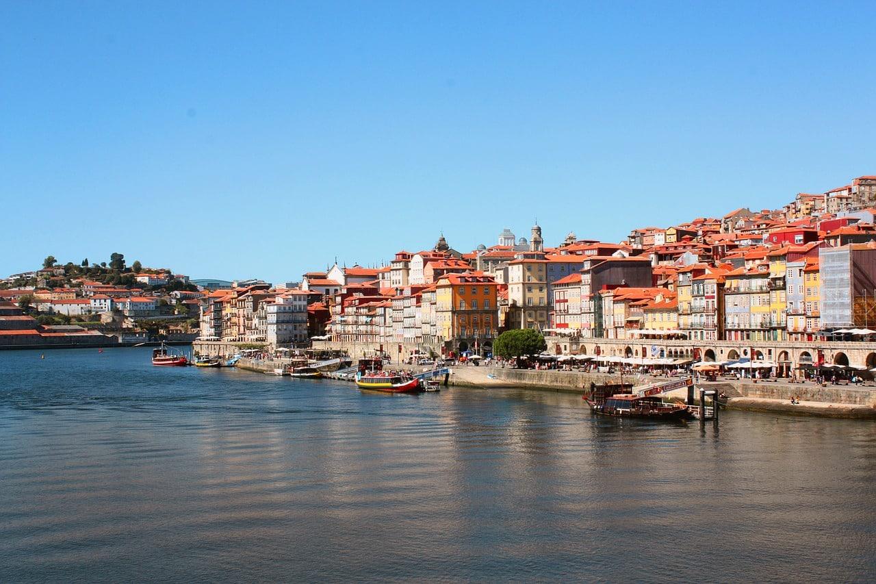 Cidadania Portuguesa para Cônjuges ou Companheiros:  É Possível e Agora Mais Fácil!
